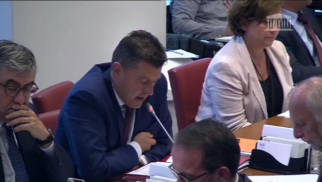 Examen du projet de loi sur les hydrocarbures : Fabrice Brun interroge Nicolas Hulot en commission