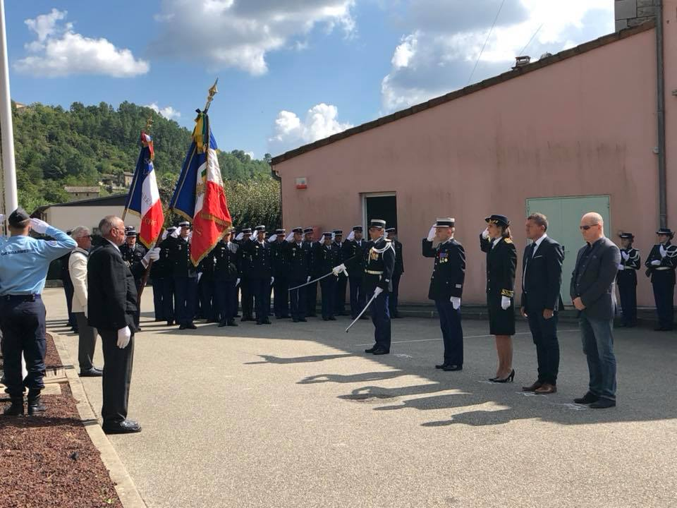 Prise de commandement de la compagnie de gendarmerie départementale de Largentière par le capitaine Derinck.