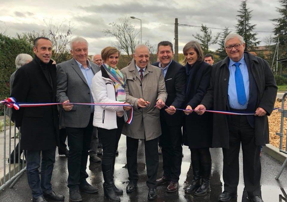 Mobilité en zone rurale et pouvoir d'achat : les deux pieds dedans à Lavilledieu, lors de l'inauguration de l'entrée nord du village.