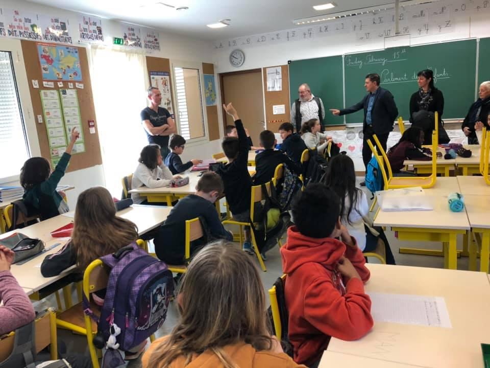 Parlement des enfants : à Banne avec les élèves de la classe de CM1/CM2 de l'école Paul Maes