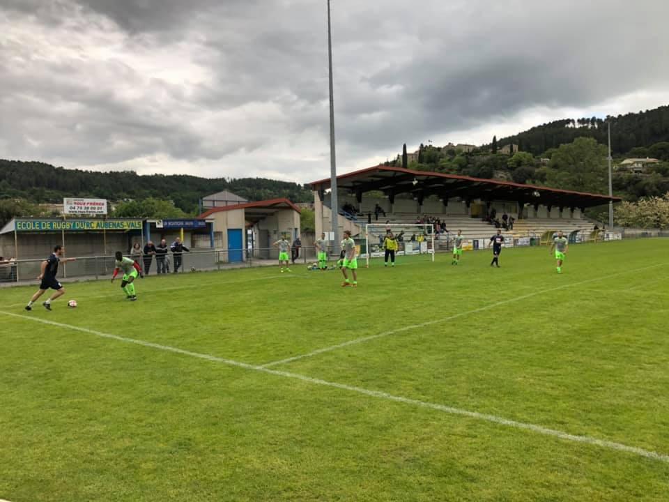 Finales de foot corpo régional à Aubenas : ça donne envie de rechausser les crampons !