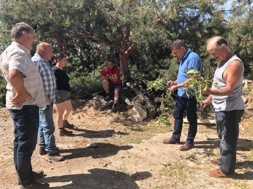 Echanges avec les castanéiculteurs frappés par la grêle à St Joseph des Bancs et réunion avec les élus d'Aizac