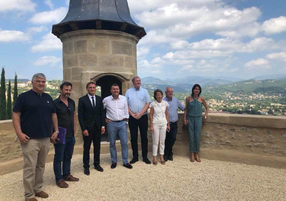 Visite de la rénovation du château d'Aubenas en présence du Directeur général des affaires culturelles Auvergne Rhône Alpes