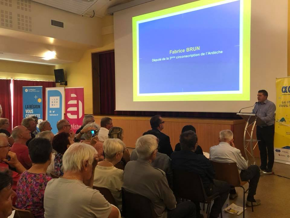 Réunion publique à St Etienne de Fontbellon pour présenter les offres d'internet très haut débit à la population.
