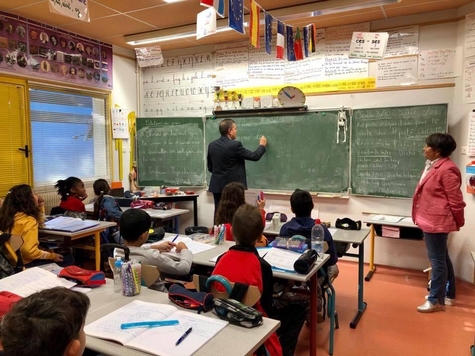 Passage au tableau devant les élèves de CM2 de l'école Beausoleil à Aubenas