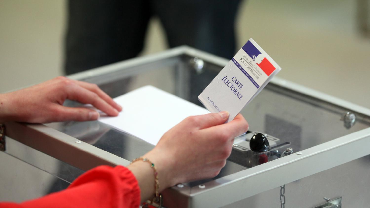 Report des élections régionales et départementales en juin.