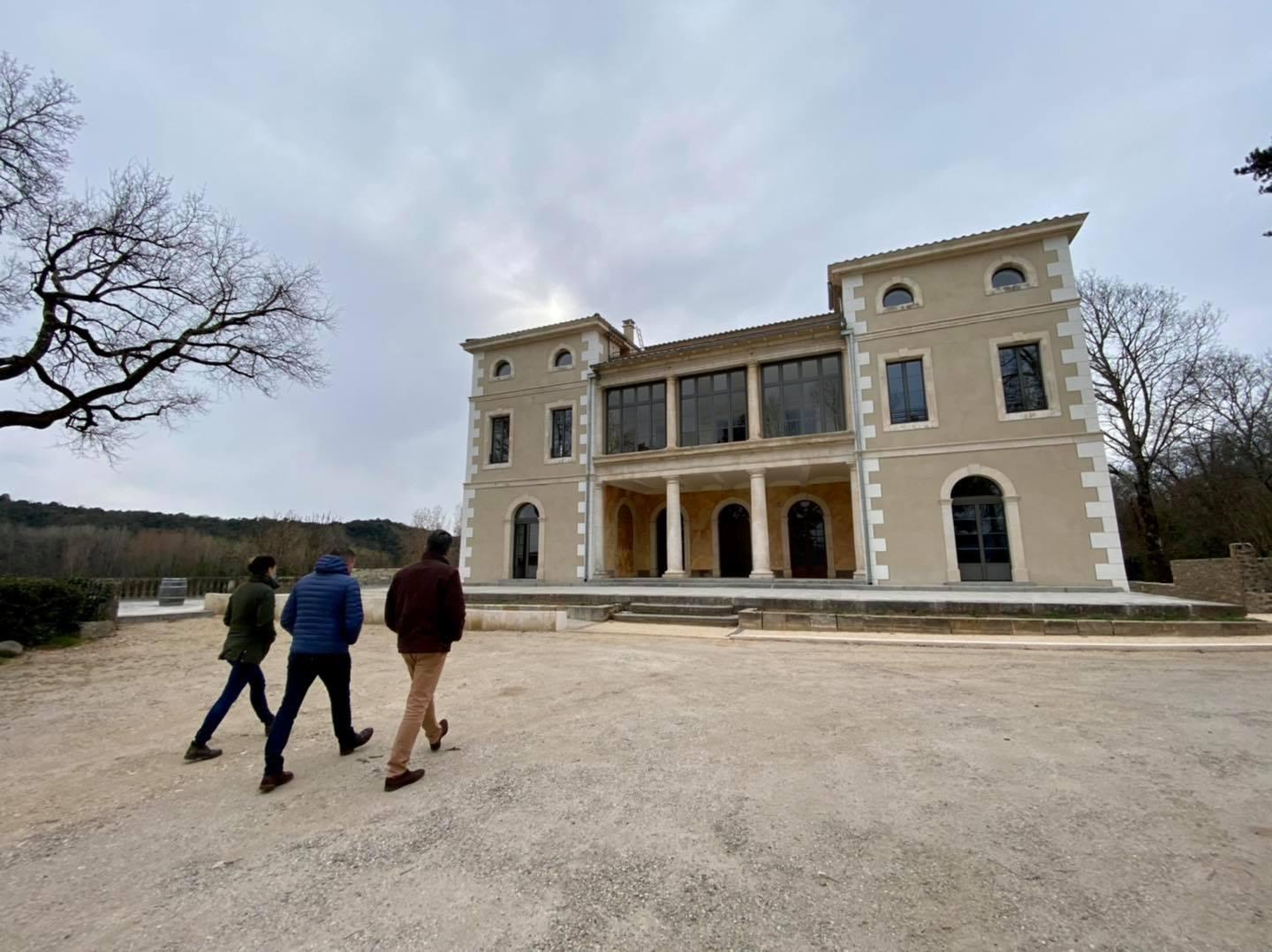 Visite du nouvel établissement touristique de Ludovic et Chloëe WALBAUM à Vallon Pont d'Arc.