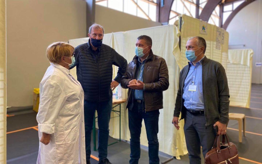Visite du vaccinodrome d'Aubenas, installé au gymnase Roqua.