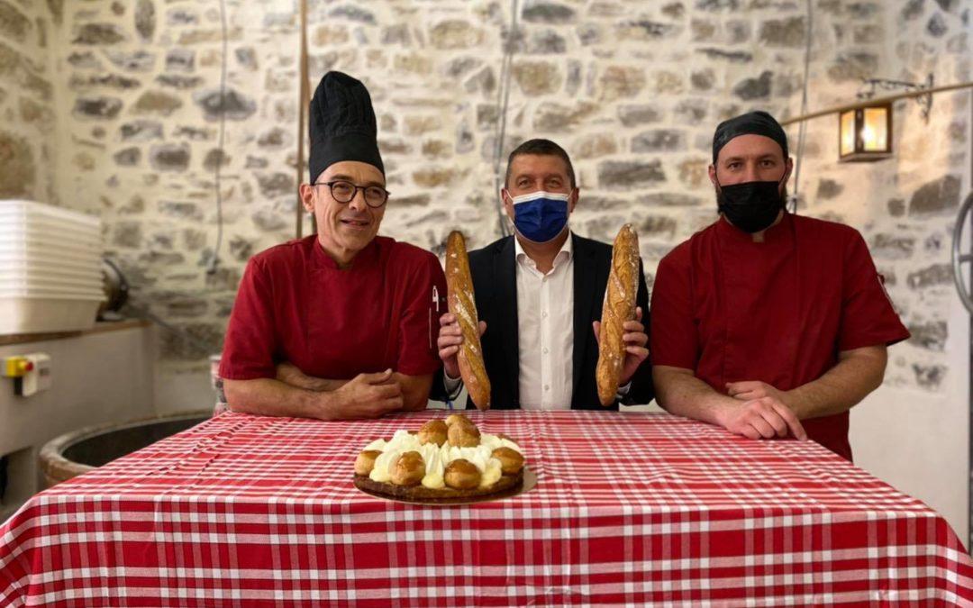 À la boulangerie-pâtisserie ARSAC d'Aubenas pour la Saint-Honoré.