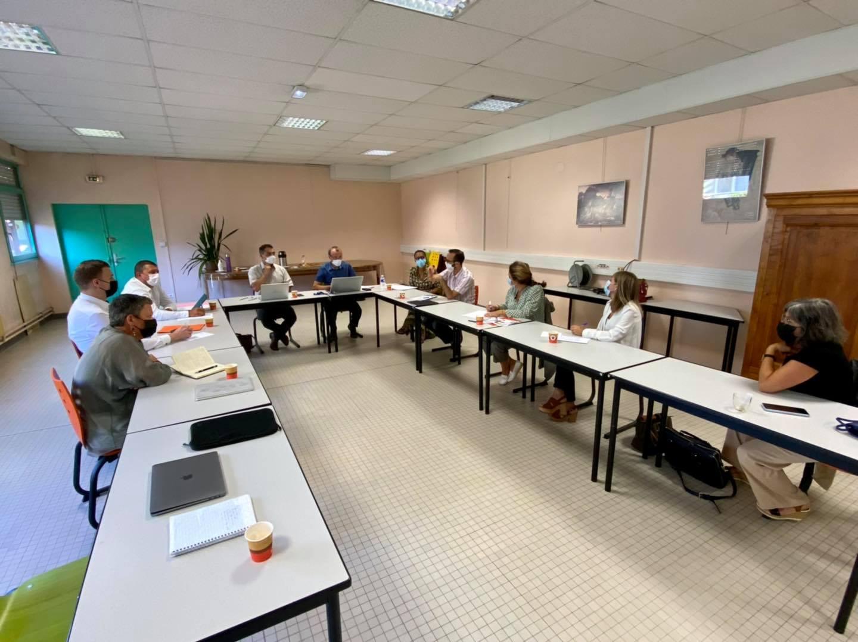 Réunion de travail au lycée Astier d'Aubenas, autour de l'offre de formation en matière de maintenance industrielle.