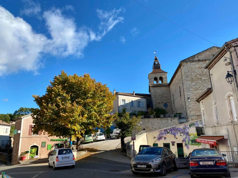 À Laurac en Vivarais pour l'inauguration de la mairie et des commerces du centre-bourg.